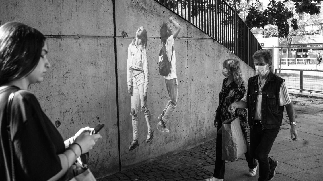 Dans la rue et sur scène © Corentin Fohlen