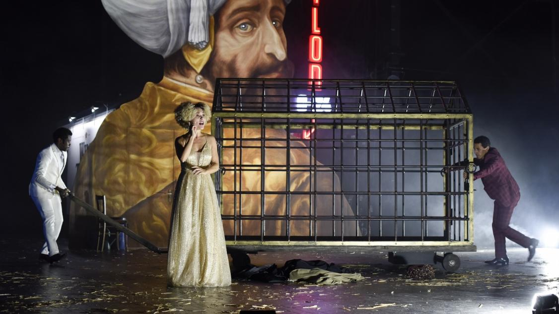 Bazajet, En considérant le Théâtre et la peste - Franck Castorf © Mathilda Olmi