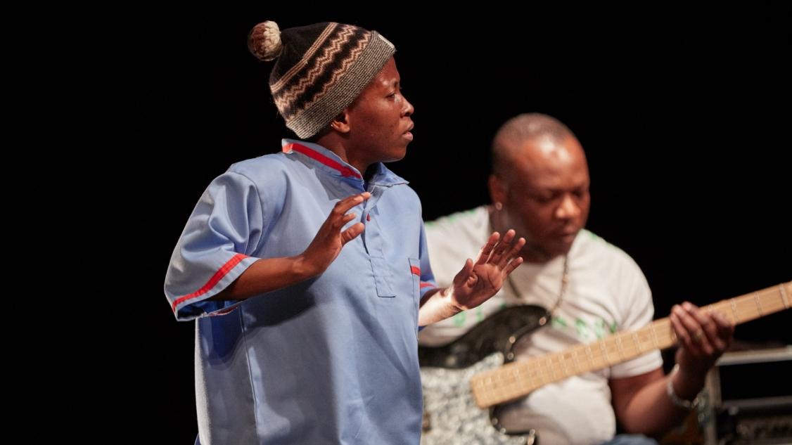 Faustin Linyekula - Hlengiwe Lushaba - AFRICOLOR © Gregor Brandli